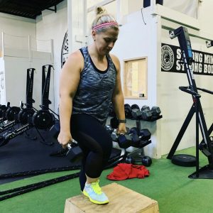 Sculpt fitness member performing step ups at the Akron gym